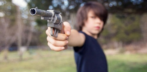 GTY_kids_guns_jef_131024_33x16_1600